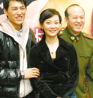 演员靳东妻子李佳